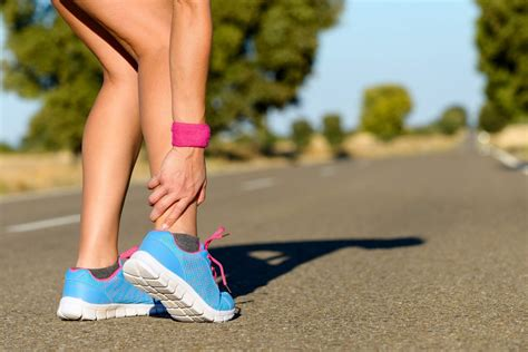 how to treat planters fasciitis how to treat and prevent plantar fasciitis injuries