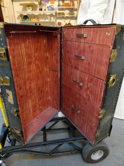 Steamer Trunks With Drawers by 93 Best Images About Antique Steamer Trunks On