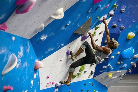 best climbing 12 best rock climbing gyms in america hiconsumption