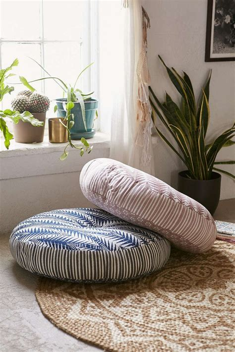 Large Pillows For Sitting On Floor by Best 25 Floor Pillows Ideas On Floor Pillows