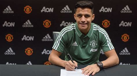 now official alexis sanchez signs for manchester united alexis sanchez says manchester united are the biggest club
