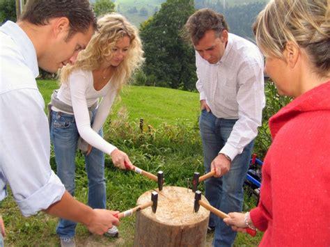 Nagelen Spel by Team Workshop Schweizer Traditionen Brauchtum Conray Ch