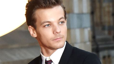 louis tomlinson red carpet louis tomlinson perfect ly sasses an interviewer who