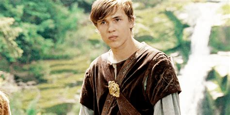 narnia film peter gifs the chronicles of narnia peter pevensie edmund
