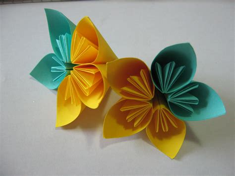 Simple Origami Flowers - tutorial how to glue an origami kusudama flower learn 2