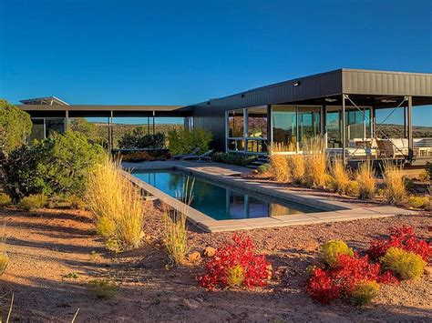 marmol radziner designed prefab house jetson green luxe desert prefab now available in moab