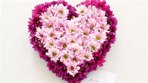 how to make flower arrangements homelife how to make a heart shaped flower arrangement