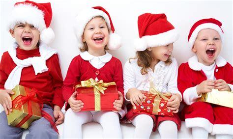 imagenes de niños jugando en navidad 191 qu 233 hacer con los ni 241 os durante las fiestas de navidad