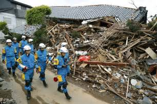 earthquake in japan japan earthquake rescuers in race to beat storm after 41