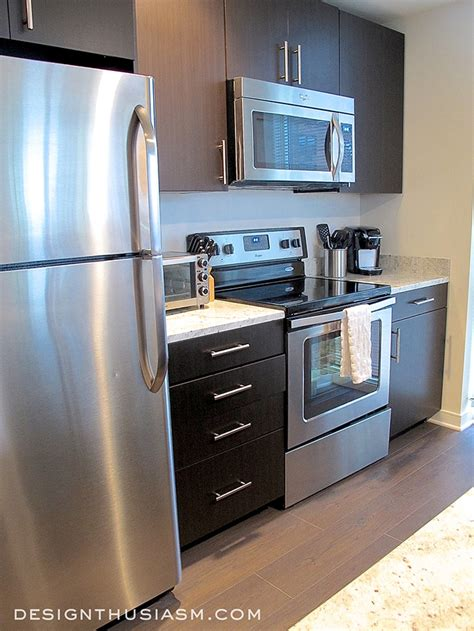 bachelors kitchen bachelor pad ideas decorating a young man s apartment