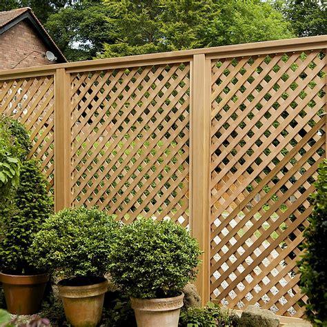 love  lattice fencing     block  view