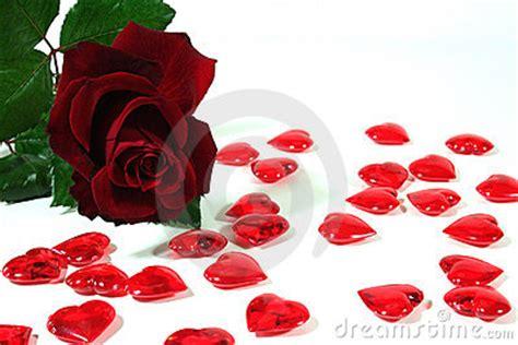 de corazones rosas y rojos sobre un fondo blanco imagenes sin un abrazo para cada uno aquinosreunimospersonaspositivas