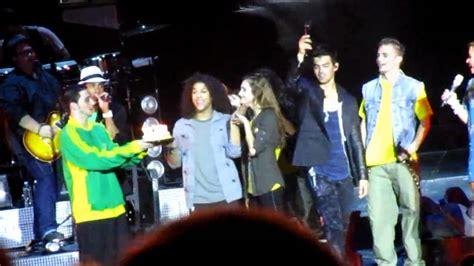 demi lovato singing happy birthday jonas brothers demi c rock cast singing happy