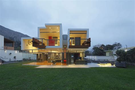 contemporary architect unusual cantilevered home in la planicie lima