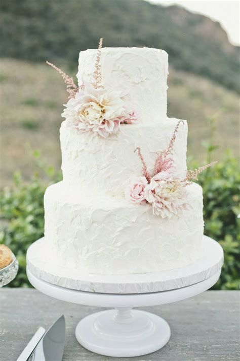 Hochzeitstorte Einfach by Simple Wedding Cake With Pale Flowers Stunning Wedding