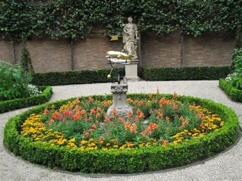 1000 images about circular garden ideas on