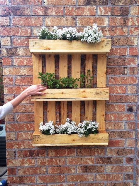 giardino verticale pallet 20 idee fai da te per arredare il balcone con i pallet