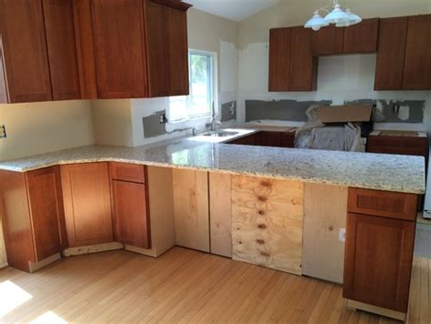 Kitchen Cabinet Base Molding by What Color Molding At Base Of Cabinets