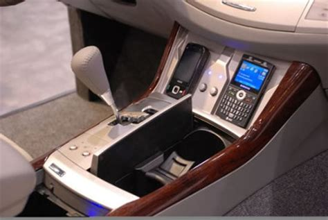 toyota avalon  rigged  wireless charging station  iphone