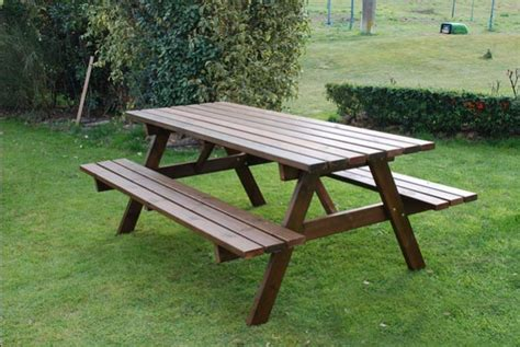 come costruire un tavolo in legno per esterno tavolo da giardino in legno 6 posti con panche om legno