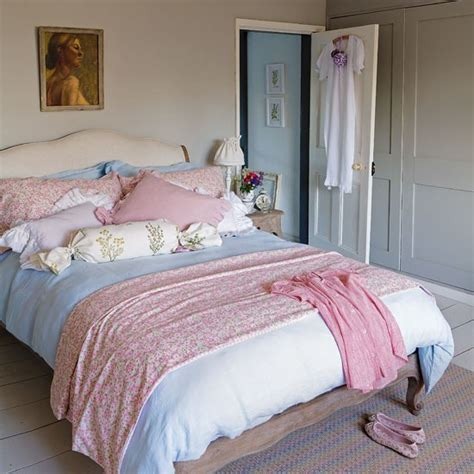 pastel vintage bedroom romantic bedroom shabby chic decorating ideas 20