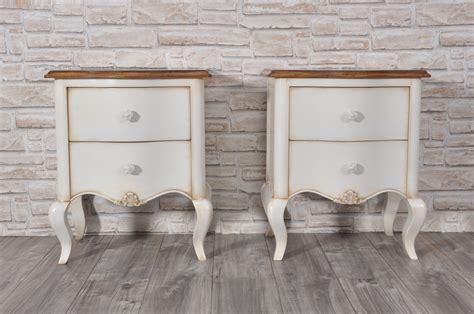 comodini stile provenzale elegante comodino sagomato in stile classico provenzale