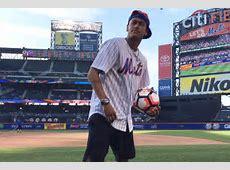 Soccer Star Neymar Jr. Attends Mets Game Wearing ... Jordans Shoes Men