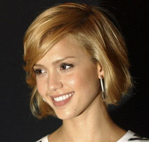 chin length flipped jessica alba s cute chin length bob pixies bobs for