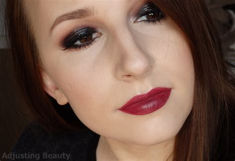 Which Wears Smoky Better by Classic Smoky Eye Turns Glossy Adjusting