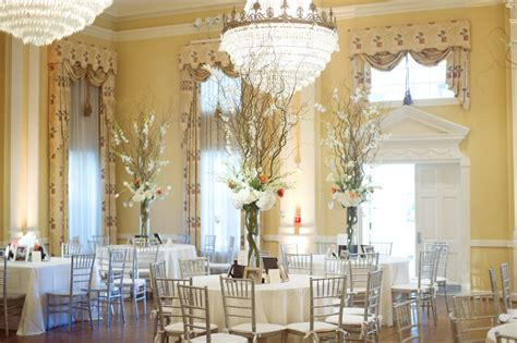 Grand Chandeliers And Elegant Centerpieces Took The Fancy Centerpieces For Weddings