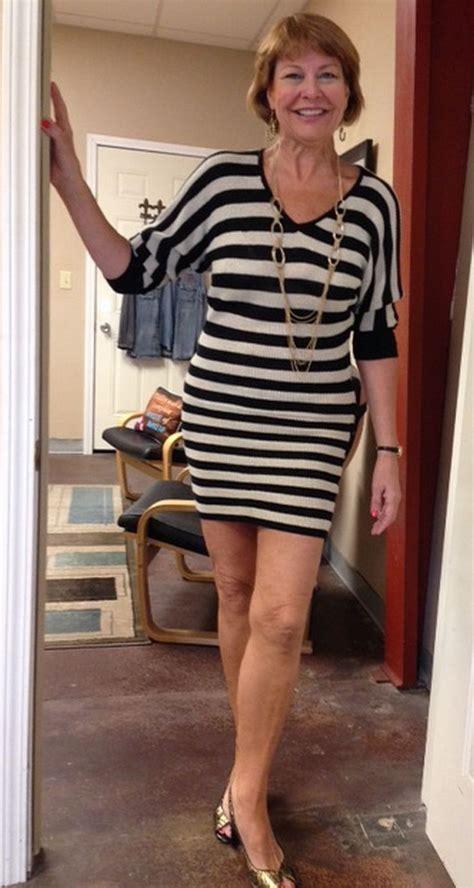 meet  cougar sexy older woman wearing  black  white