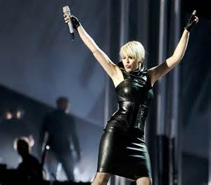 Sexy celebrity fashion photos kylie minogue in tight leather dress