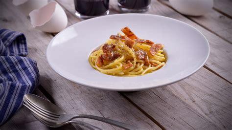 recetas de cocina chi ones spaghetti mantecados en yema de oca con chicharrones