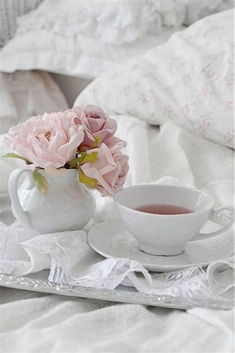 colazione al letto suggestioni in bianco per la colazione shabby chic