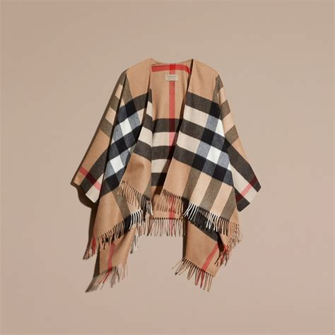 Ponco Burberry 3 check and wool poncho in camel burberry