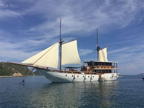 boat charter labuan bajo sailing boat charter in labuan bajo picture of komodo