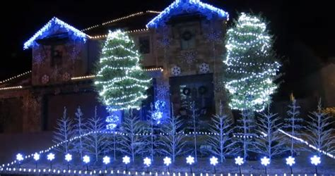Frozen Light Show by One Family Creates Amazing Light Show To Let It