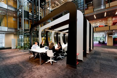 office hot meaning hot desking is a big trend here s why a lot of people