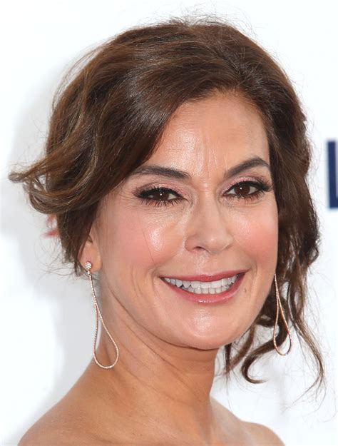 Get Look Teri Hatchers Swarovski Clutch From Clothes Our Back by More Pics Of Teri Hatcher Metallic Clutch 1 Of 5 Teri