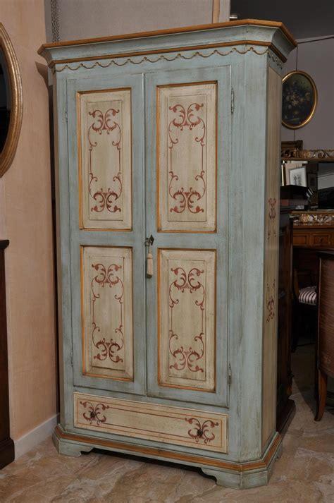 armadi tirolesi armadio a 2 ante e cassetto scantonato in stile classico