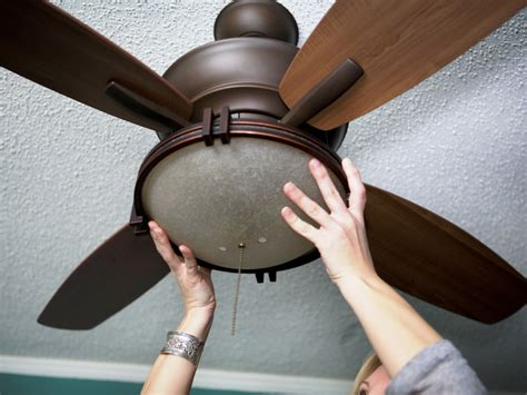 how to replace a dead light bulb in a hton bay ceiling