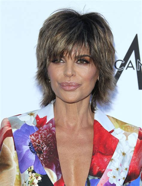 lisa rinna hairstyles in 2018 lisa rinna the daily front row fashion awards 2018 in la