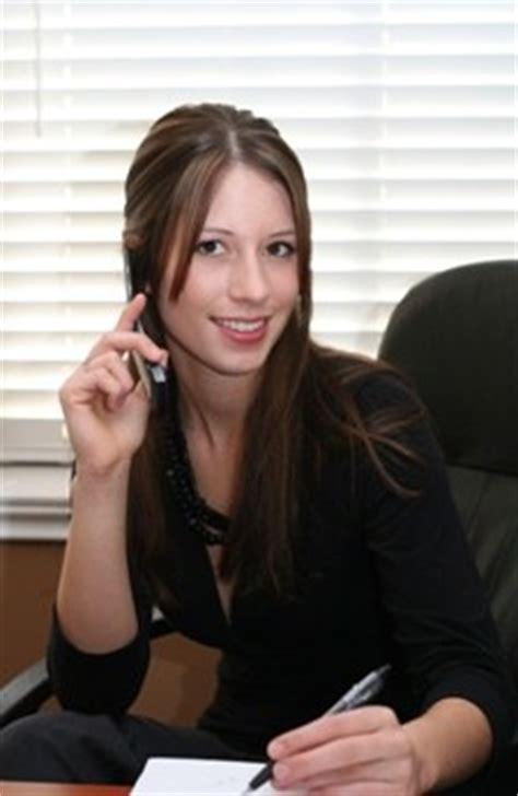 segretarie in ufficio una segretaria a noleggio