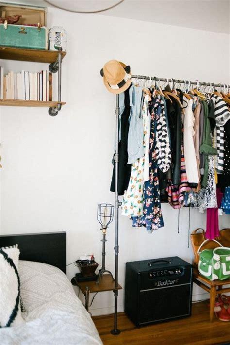 Rak Baju Gantung Praktis ide praktis simpan pakaian tanpa lemari properti liputan6