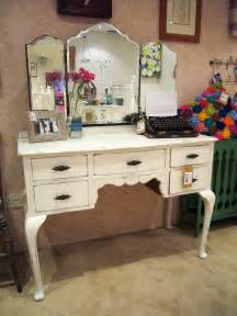 Retro Vanity Table Bedroom Luxurious White Makeup Vanity With Drawers For Bedroom Furniture Decorating Founded