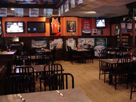 top sports bars in chicago sports bars with the most tvs in chicago 171 cbs chicago