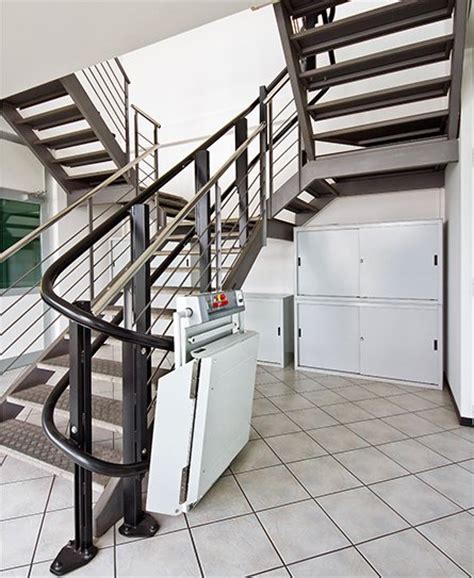 pedane per scale stairiser ex il montascale con pedana su scale curve per