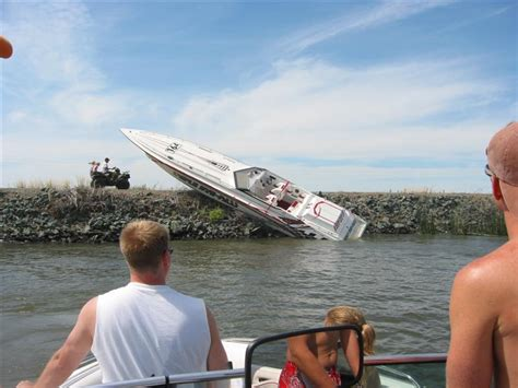 cigarette boat crash wakeboard videos and wakeboard pictures wakeboarding
