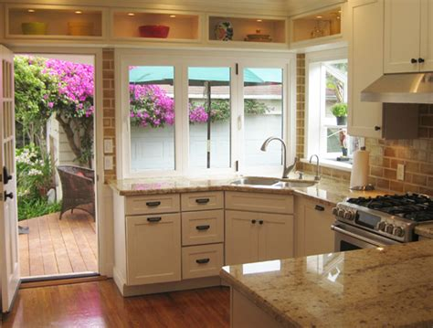 Pictures Of Small Kitchens With White Cabinets - small kitchen design ideas big functionality