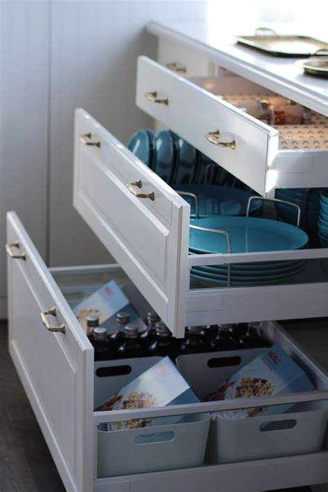 kitchen drawers vs cabinets yes drawers vs cupboards for organization and easy to get